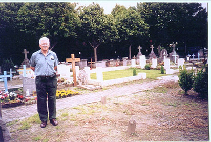 photo of Blankenberge Cemetery and GNB's grave in far right of the grass plot