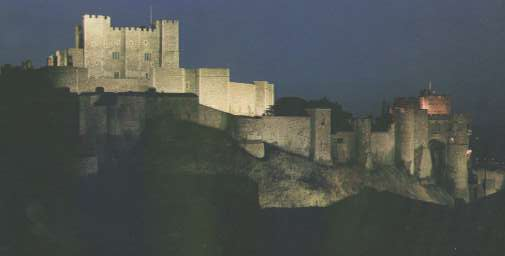 pic of Dover Castle lit up by floodlights