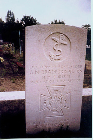 photo of Georgie Bradford's gravestone taken in year 2000 by his cousin Bob Chambers