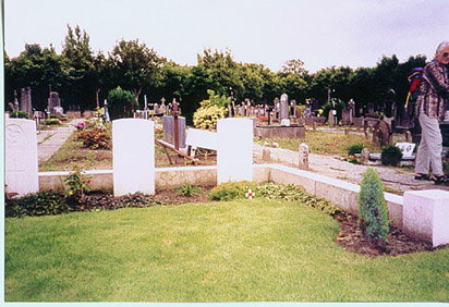photo of George Bradford's grave with British Legion Cross in front of it