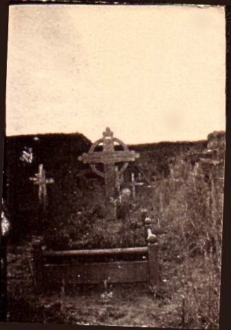 old sepia tint pic of Roland's grave as it was originally - photo taken just after the war ended