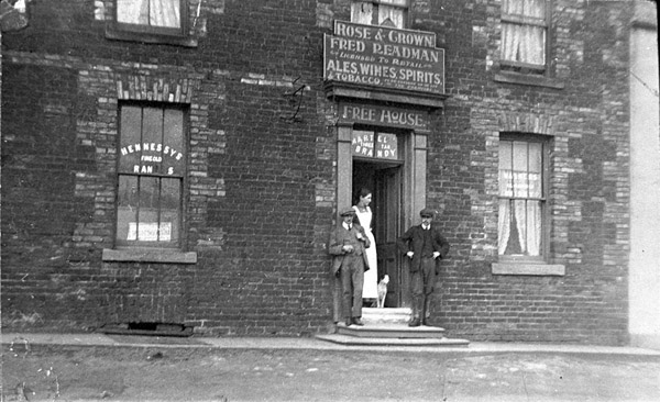 Pic of the old Rose & Crown around 1910
